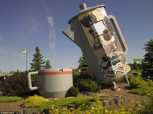 World's Largest Coffee Pot and Mug in Davidson, Saskatchewan